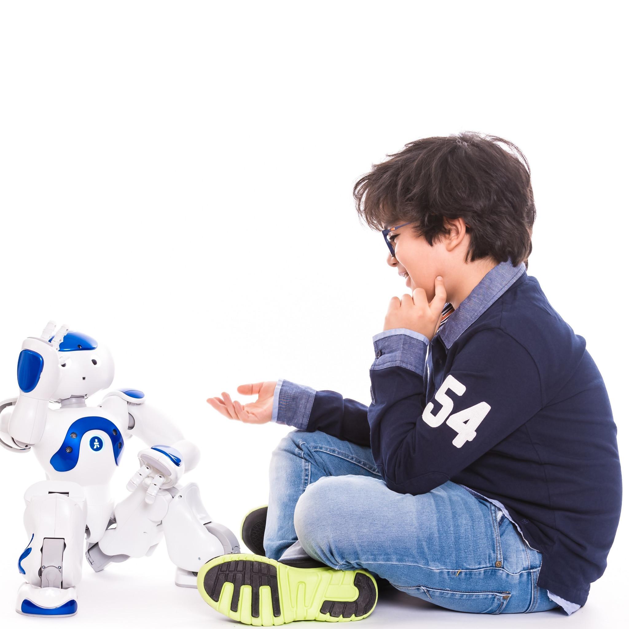 Elias un robot professeur qui parle 23 langues