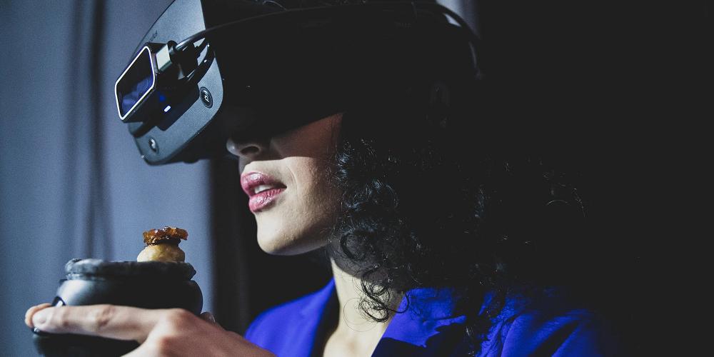 Une expérience pour manger en réalité virtuelle