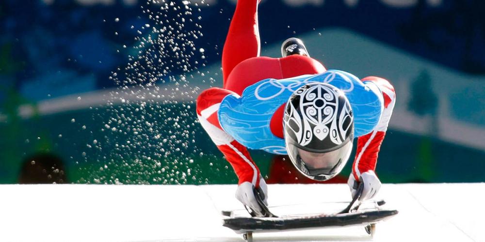 Un athlète s'entraîne pour les JO au skeleton en réalité virtuelle