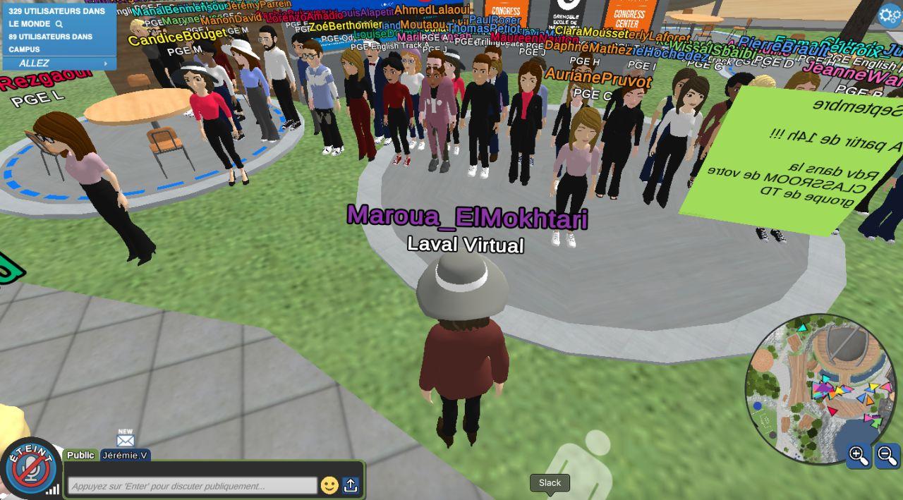 Des étudiants rassemblés dans le monde virtuel